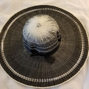 Other - Black and White Beach Hat
